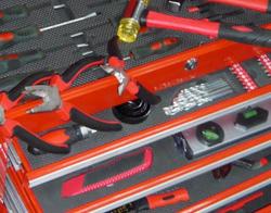 Werkzeug in Werkstattschrank geordnet
